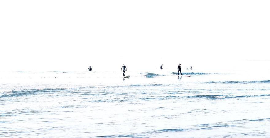 上越の海のサーファー